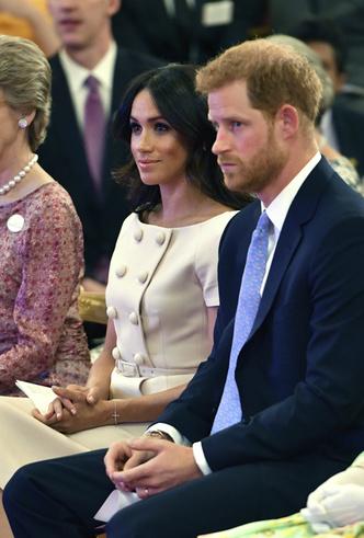 Фото №4 - Меган Маркл и Елизавета II снова вместе вышли на работу