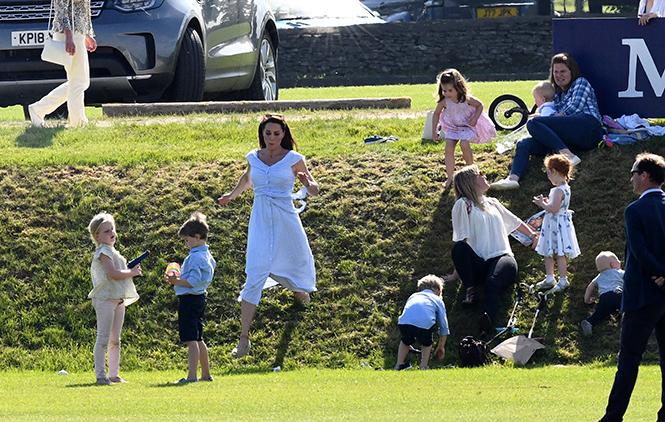 Фото №21 - Семейный выходной: принцесса Шарлотта, принц Джордж, Кейт и Уильям на игре в поло