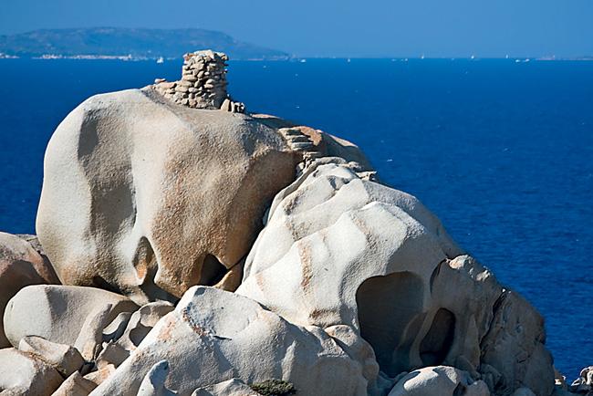 Фото №6 - Подводные пирамиды, петроглифы, статуи «рептилоидов»: 20 самых загадочных объектов мира