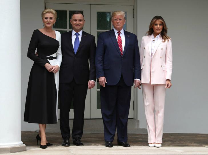 Фото №3 - Чем Мелания Трамп удивила журналистов на встрече с главой Польши