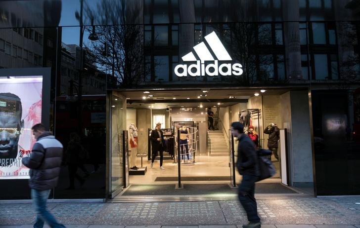 Фото №1 - Почему adidas и H&M закрывают свои магазины, и что нас ждет через 10 лет?