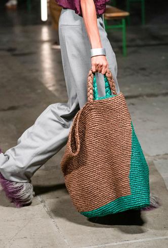 Фото №23 - Самые модные сумки весны и лета 2021