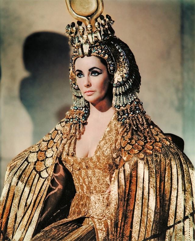 Фото №1 - Какой голливудской актрисе Анджелина Джоли уступила роль легендарной Клеопатры?