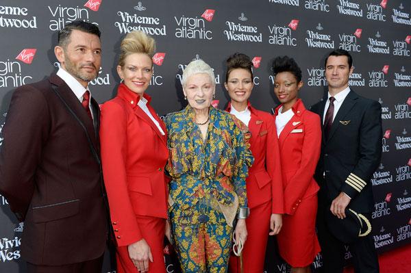 Вивьен Вествуд со стюардами авиакомпании Virgin Atlantic