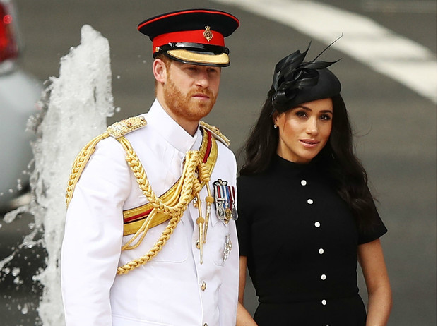 Фото №1 - Бизнес-провал Сассекских: Королева запретит Гарри и Меган зарабатывать на титулах