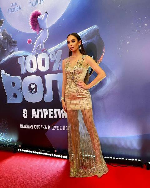 Фото №1 - Golden girl: выбираем золотое платье на выпускной как у Оли Бузовой