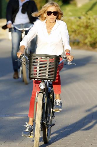 Фото №5 - Как Брижит Макрон бросает вызов возрасту: anti-age терапия от первой леди Франции