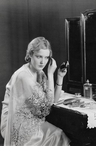 Фото №3 - Самые опасные бьюти-процедуры: каких жертв требовала красота в прошлом