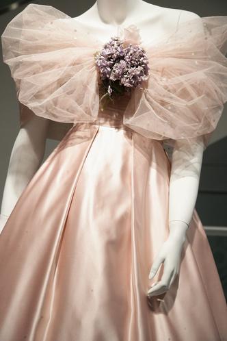Фото №8 - 25 самых романтичных звездных платьев всех времен