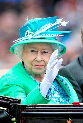 Фото №14 - Делайте ставки, господа: шляпки Королевы на Royal Ascot