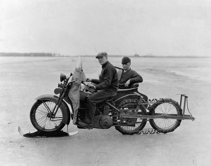 Фото №9 - Гусеницы, саморезы, седло с подогревом: 5 интересных фактов о зимней езде на мотоцикле