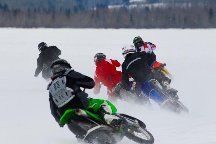 Фото №7 - Гусеницы, саморезы, седло с подогревом: 5 интересных фактов о зимней езде на мотоцикле