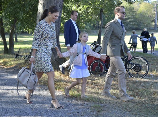 Фото №2 - Как принцесса Эстель провела свой первый день в школе