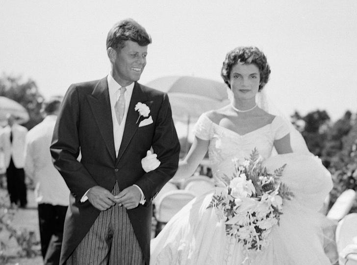 Фото №2 - От Жаклин Кеннеди до Людмилы Путиной: в чем выходили замуж Первые леди