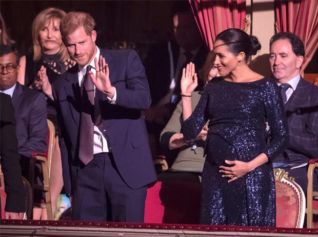 Фото №2 - Как Меган привлекает внимание к своей беременности: все стильные уловки герцогини
