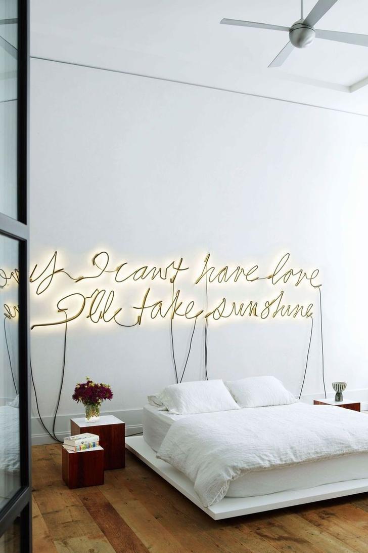 Фото №15 - Стена над изголовьем кровати: 10 идей декора
