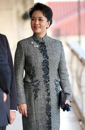 Фото №33 - Красивая политика: бьюти-секреты Первых леди и королевских особ