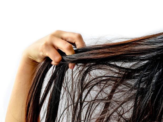 Фото №2 - 7 вредных привычек, которые портят ваши волосы