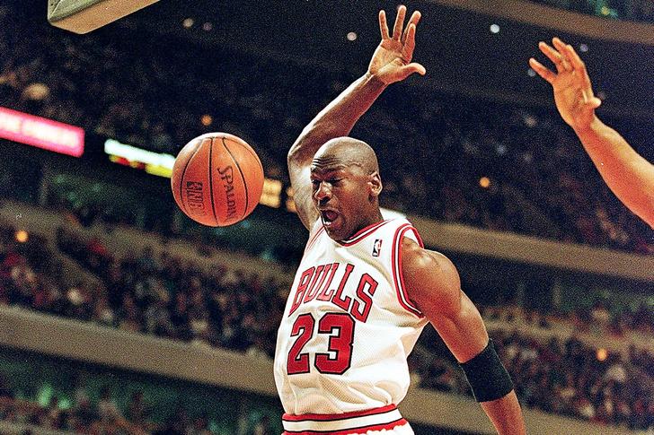 Фото №1 - Лучшие игровые моменты великого Майкла Джордана в одном видео