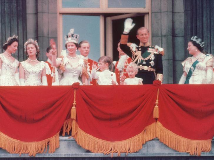 Фото №4 - Как изменились отношения принца Филиппа и Елизаветы, когда она стала королевой