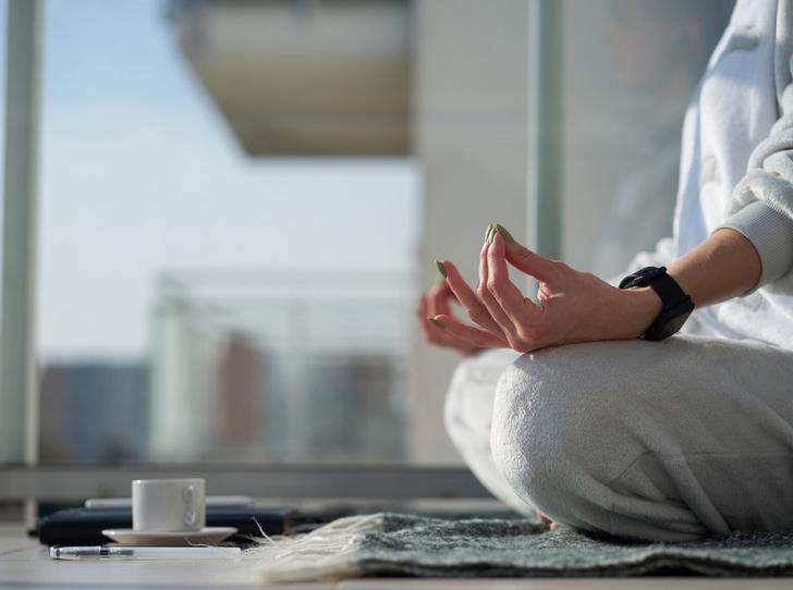 Фото №1 - Йога против стресса: 5 асан, которые помогут успокоиться