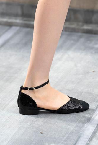 Фото №38 - Самая модная обувь весны и лета 2020: советы дизайнеров