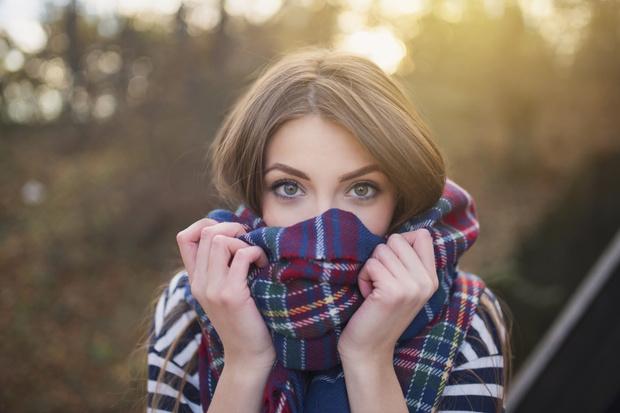 Фото №1 - SOS для волос: как и чем спасти прическу этой осенью