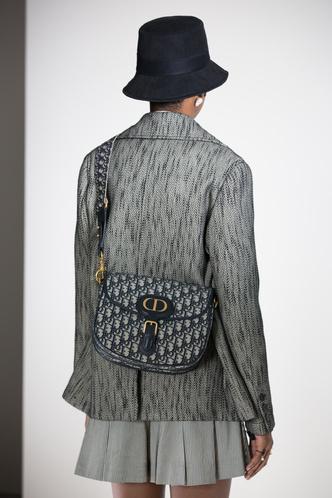 Фото №4 - Дань великому кутюрье: Dior выпустил сумку Bobby с особой историей