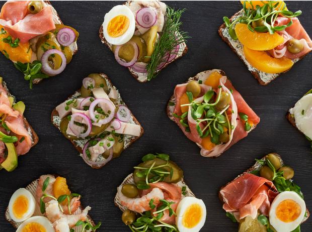 Фото №3 - Сморреброд: 5 рецептов популярного датского блюда
