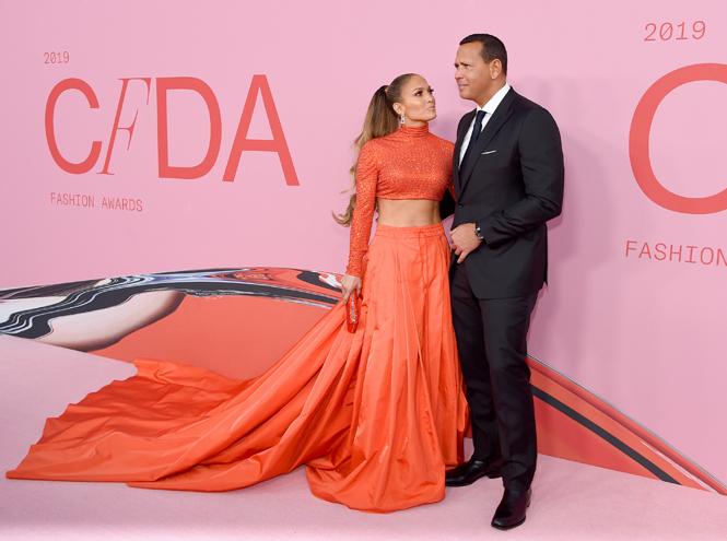 Фото №2 - Лучшие звездные образы на ковровой дорожке CFDA Fashion Awards 2019