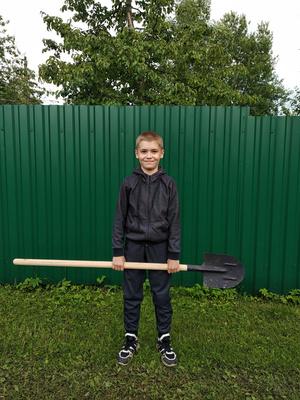 Фото №1 - Спорт на грядке: 5 крутых упражнений с лопатой