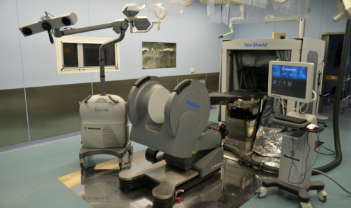 Фото №1 - Нейрохирурги онкоцентра в Песочном будут оперировать пациентов под контролем МРТ