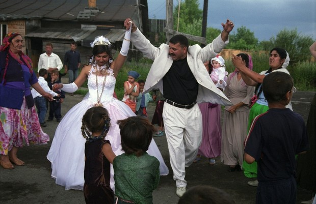 Фото №4 - Свадьба цыганских детей шокировала общественность
