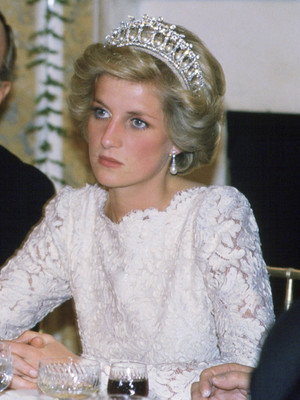 Фото №3 - Неожиданная причина, почему королевские особы не любят носить тиары