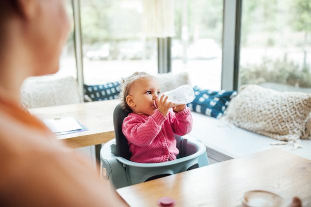 Фото №1 - «Свекровь пытается кормить моего ребенка грудью»