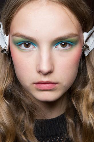 Фото №15 - Она вернулась: сине-голубая гамма в макияже глаз