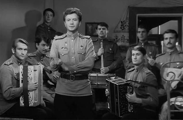 Фото №1 - Россияне назвали любимые фильмы о войне