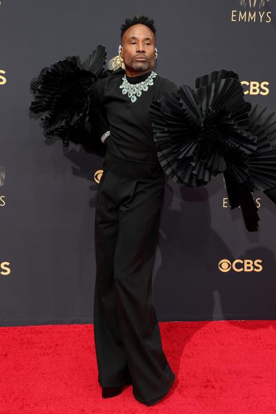 Фото №7 - Ярко и элегантно: самые роскошные образы знаменитостей на Emmy 2021