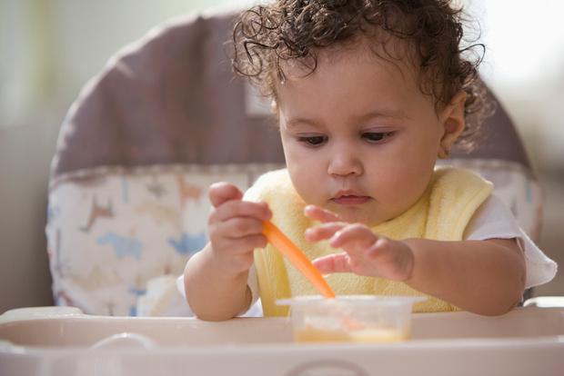 Фото №1 - Обед без бед: самые частые детские травмы за столом