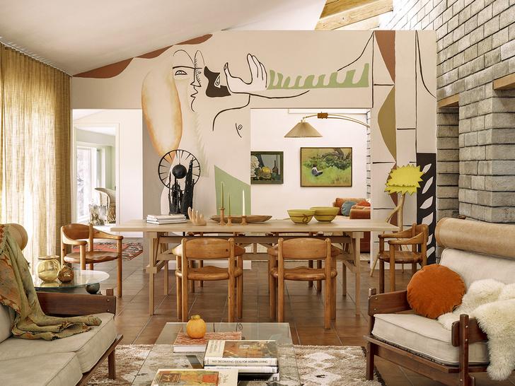 Фото №1 - Настенная роспись и авторская мебель в доме художника в Калифорнии