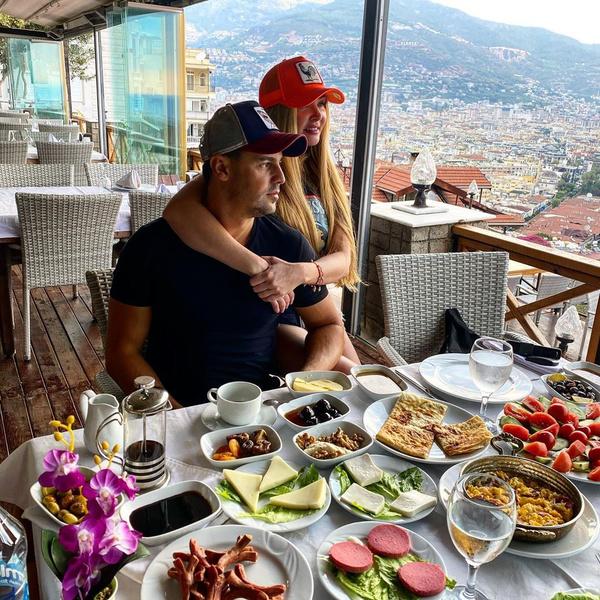 Турецкий завтрак семьи Пынзарь привел поклонников в недоумение: фото, инстаграм