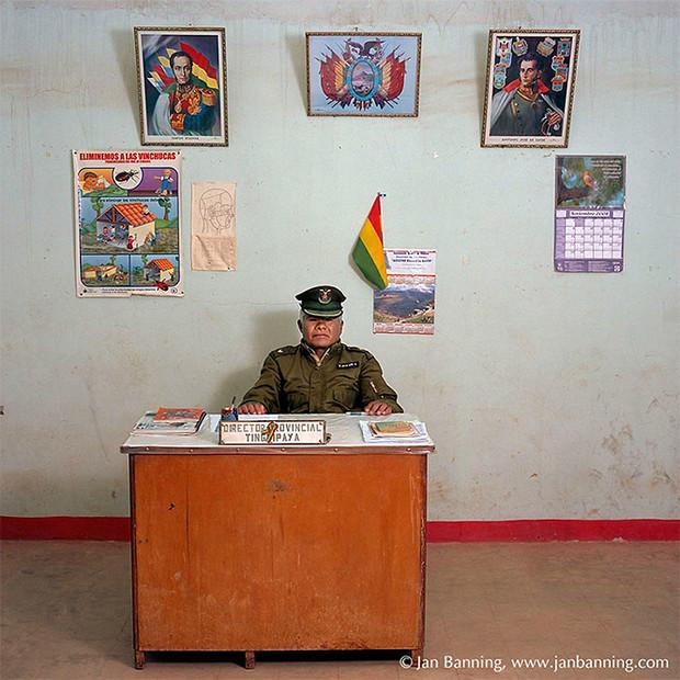 Фото №12 - Проходите, садитесь: кабинеты чиновников и служащих в разных странах