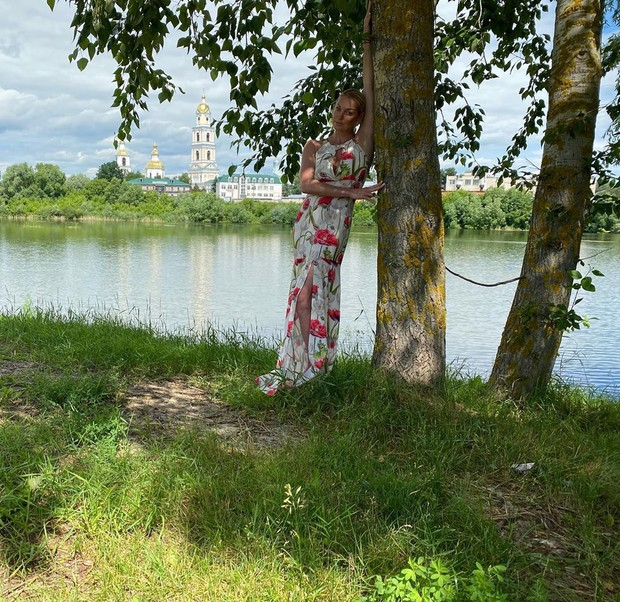 Фото №1 - Паломничество Волочковой в закрытое на карантин Дивеево обернулось скандалом