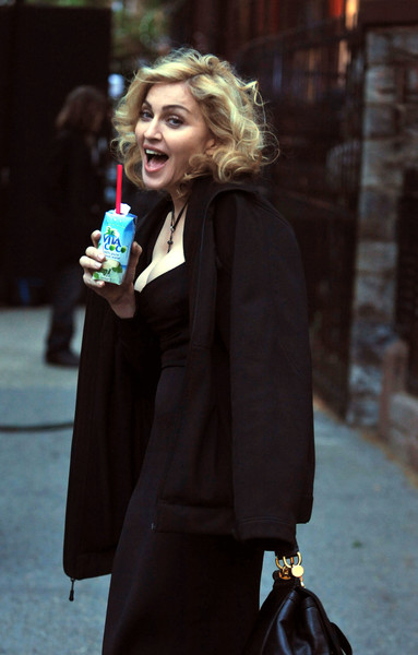 Фото №1 - Секретные диетические лайфхаки звезд: Фокс худеет на уксусе, а Мадонна — на растущей луне