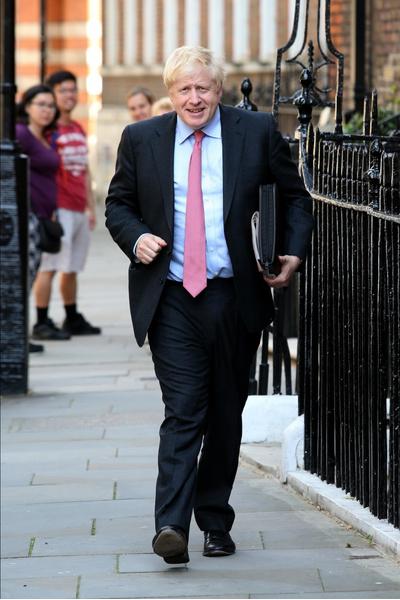 Фото №2 - Две жены, три любовницы, пятеро детей: какой он, новый премьер-министр Великобритании, которому никто не рад