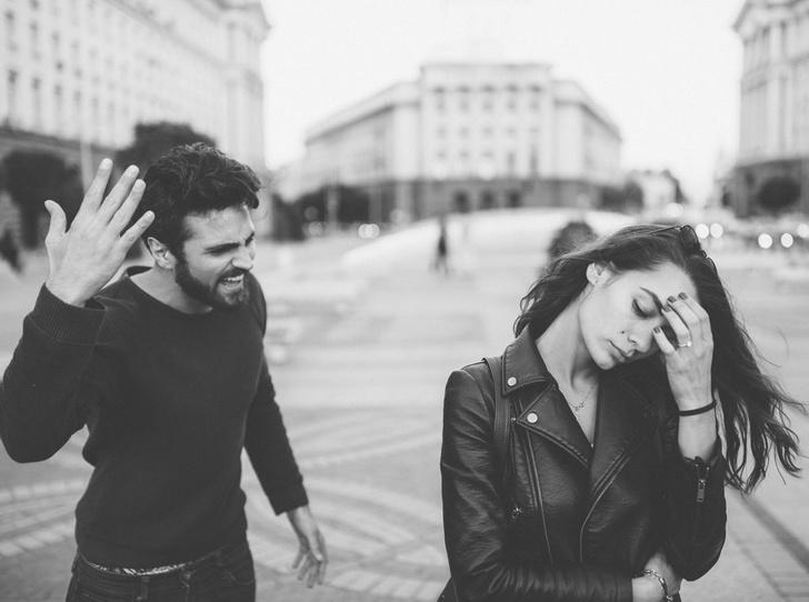Фото №1 - 11 признаков эмоционального абьюза: как распознать и защититься от психологического насилия