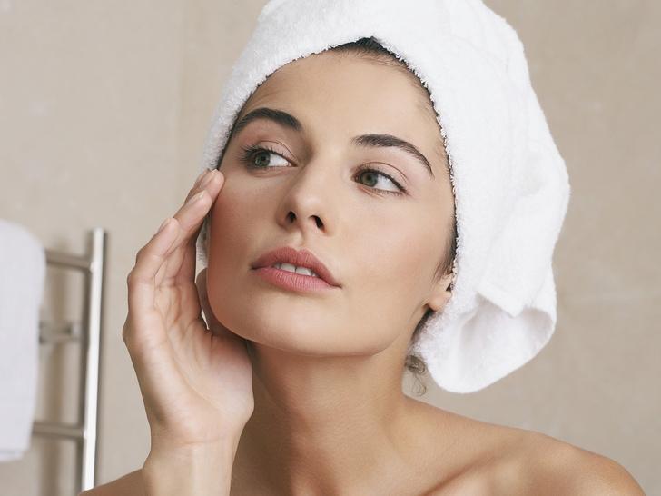 Фото №1 - Главный враг пигментных пятен: что такое арбутин, и как он преобразит вашу кожу