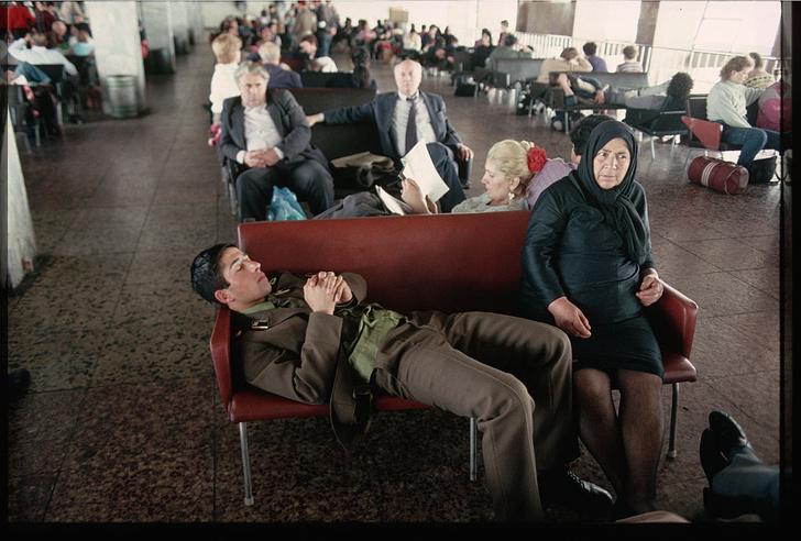Фото №1 - В московских аэропортах больше нельзя будет поспать