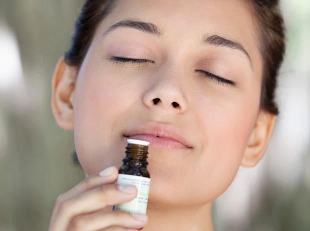 Фото №1 - Ароматерапия, серебро и еще 3 способа защитить кожу от стресса