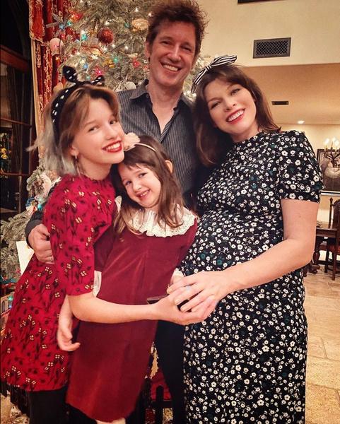 Фото №1 - 44-летняя Милла Йовович родила третью дочь